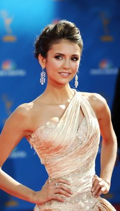 Nina Dobrev ♥ her hair makeup and dress are perfection