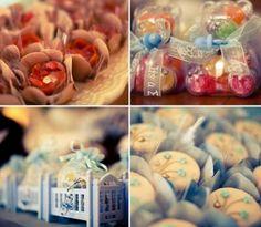 Garrafinhas, maletas, mamadeiras, papeis, uma série de elementos podem ser as lembrancinhas de um chá de bebê! - Veja mais em: http://www.vilamulher.com.br/artesanato/galeria-de-ideias/lembrancinhas-para-seu-cha-de-bebe-17-1-7886462-218.html?pinterest-destaque