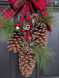 Pine Cone Christmas Front Door Decoration christmas decorations for outside front doors 26 DIY Christmas Pine Cone Crafts To Add Extra Charm To Holidays Christmas Front Doors, Christmas Porch, Christmas Holidays, Extra Holidays, Apartment Christmas, Primitive Christmas, Country Christmas, Christmas Christmas, Burlap Christmas