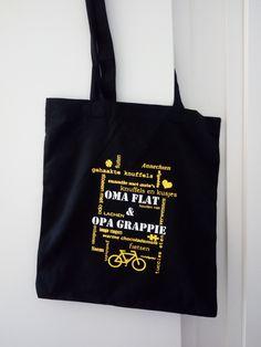 Deze gezellige linnen ras gevuld met leuke spulletjes is een cadeautje voor opa en oma. Ze zullen er vast blij mee zijn! 😉 Wil jij ook zo'n leuke tas met je eigen tekst en/of afbeelding? Stuur een berichtje! (Deze tas kost, met aangepaste tekst, € 7,99.)  #mamalien #cadeautje #opaenoma #linnen #leuk