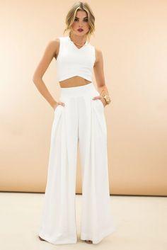 Resultado de imagen para outfits con pantalones blancos de bota ancha