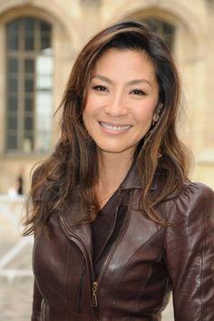 Michelle Yeoh-- One of my favorite actresses Beautiful Old Woman, Most Beautiful People, Beautiful Asian Women, Amazing Women, Michelle Yeoh, Asian Woman, Asian Girl, Asian Ladies, Hollywood
