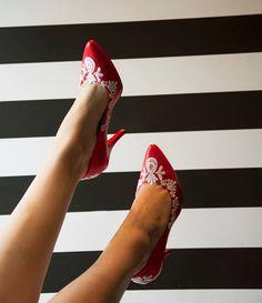 Wedding shoes ♥ Bride shoes ♥ Sapato de noiva ♥ #lapupa #bride #weddingshoes #shoes #handmade #handpainted #bride #vestidodenoiva #art #artshoes #brideshoes #weddingshoes #noiva #sapatodenoiva #wedding #inspiration #design #designshoes #bridal #bridalshoes #casamento #sapatos #sapato #pic #fotografia #photografy #savethedate #red #redshoes #vermelho #sapatovermelho www.lapupa.com.br