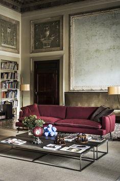 Modern Italian Linen Designer Sofa at Juliettes Interiors. Luxury Sofa, Luxury Living, Luxury Furniture, New Interior Design, Contemporary Interior, Retro Style, Vintage Style, Living Room Sofa Design, Gallery Walls