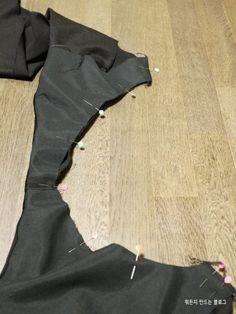 브이넥 블랙 민소매원피스 만들기어디서 많이 본 디자인...요즘 이런거 인터넷 쇼핑몰에서 많이 팔던데요....
