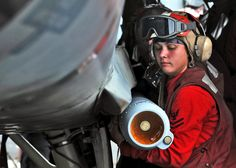 Aviation_Ordnanceman.jpg (2100×1500)
