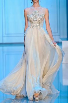 Im in love with the simple complexity of the bodice of this gown.  Elie Saab Fall 2011 Haute Couture via Fash for Fashion ♛