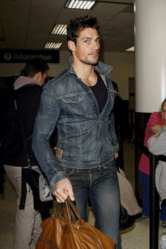 David Gandy Photos - Male model David Gandy touches down at LAX from London with his luggage in hand. - David Gandy at LAX David Gandy Style, David James Gandy, Look Fashion, Mens Fashion, Mode Cool, Hommes Sexy, British Men, Perfect Man, Gorgeous Men