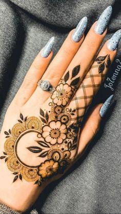 Mehndi Designs Front Hand, Pretty Henna Designs, Henna Tattoo Designs Simple, Finger Henna Designs, Latest Bridal Mehndi Designs, Full Hand Mehndi Designs, Henna Art Designs, Modern Mehndi Designs, Mehndi Designs For Girls