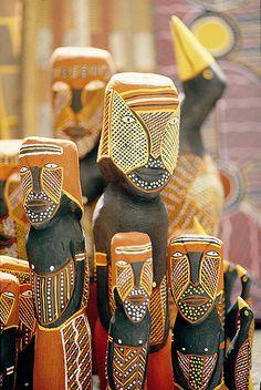 Tiwi Island Carved l poles Indigenous Australian Art, Indigenous Art, Australian Animals, Aboriginal Culture, Aboriginal Art, Art Beauté, Arte Popular, Hand Art, Naive Art
