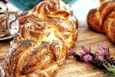 Bake a lovely butter poppy seed plait for Sunday breakfast  #dacipriano #alessandrocipriano #butterplait #butterbraid #poppyplait #poppybraid #poppybred Butter Braids, Sunday Breakfast, Plait, Poppies, Oven, Seeds, Rolls, Turkey, Baking