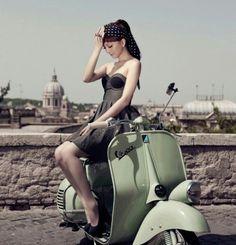 Scooters and women. Piaggio Vespa, Lambretta Scooter, Vespa Scooters, Vintage Moped, Vintage Motorcycles, Lady Biker, Biker Girl, Motos Vespa, Foto Picture