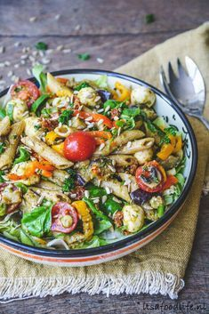 De allerlekkerste pastasalade maak je zo - It& a food life avocadopasta Good Healthy Recipes, Baby Food Recipes, Meat Recipes, Pasta Recipes, Salad Recipes, Vegetarian Recipes, Cooking Recipes, Cooking Blogs, Cooking Courses