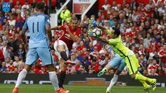 Liga Inggris – Laga panas Derby Manchester antara Manchester United melawan Manchester City akhirnya dimenangkan oleh Manchester City dengan skor tipis 2-1 yang berlangsung di Old Trafford. Selengkapnya http://ligajudi.info/