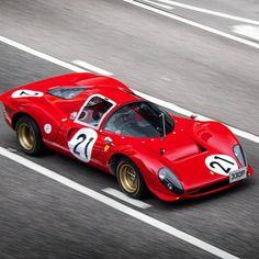 Ferrari 330 P4 Follow our Friends @BeverlyHillsCarClub for more of their amazing classics for sale @BeverlyHillsCarClub Visit http://ift.tt/UOHkPM Photo by @photobychaw #Ferrari #330P4 #Ferrari330P4 by madwhips