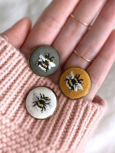 This bumble bee pin is carefully and meticulously embroidered and assembled by hand. It is a one of a kind piece of art that you can wear to ad style to any outfit, bag, and hat. Each pin is made with… Hand Embroidery Art, Creative Embroidery, Simple Embroidery, Cross Stitch Embroidery, Embroidery Patterns, Cotton Textile, Cotton Thread, Embroidery Techniques, Sewing Crafts