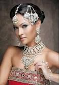 Bruid met traditionele sieraden in India.