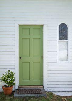Ball remodelista cottage door, painted doors, green front doors, exterior f Green Front Doors, Painted Front Doors, Front Door Colors, Red Doors, Painted Walls, Best Exterior Paint, Exterior Paint Colors For House, Paint Colors For Home, Exterior Colors