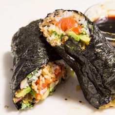 Sushi burritos were created in 2008 by Peter Yen, founder of the Bay Area's popular Sushirrito, as a way to combine two of his favorite foods: sushi Sushi Recipes, Wine Recipes, Asian Recipes, Snack Recipes, Healthy Recipes, Ethnic Recipes, Burrito Recipes, Healthy Food, Japanese Recipes