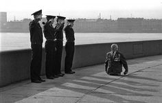Anatoly Golimbievsky a heavily decorated veteran who lost both legs in WW2 is saluted by four young sailors 1989