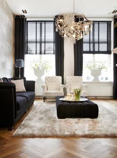 Luxurious living room in black and white Home Living Room, Living Room Decor, Living Spaces, Style At Home, Muebles Living, Piece A Vivre, Classic Interior, Home Trends, Interior Exterior