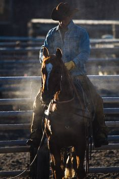 cowboys and cowgirls cowboy and his horse Farm Boys, Country Boys, Country Life, Cowgirl Pictures, Horse Pictures, Horse Riding Boots, Real Cowboys, Cowboy And Cowgirl, Cowboy Hats