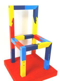 日本で伝承されてきたほぞ接ぎの技法。建築や家具の制作現場では、今や廃れつつあるのが現状だが、日本一の家具のモデラー、宮本茂紀が一脚の木製の椅子を使って20種類のほぞ接ぎを披露する。改めて名匠の凄さに触れて欲しい。