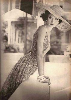 1950s summer fashion.