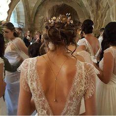 35 wedding hair accessories you can't resist - Page 30 of 35 - Wedding - Vestidos de Novia Silver Bridesmaid Dresses, Colored Wedding Dresses, Wedding Dress Styles, Bridal Dresses, Lace Back Wedding Dress, Lace Wedding, Wedding White, Wedding Updo, Wedding Gowns