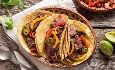 Lean flank steak packs 23 grams of protein per serving and when paired with spicy green chilies and tomatillos, which a great source of immune-boosting vitamin C, and you have a full-flavored, nutritionally-packed, Mexican-inspired meal with minimal work. Slow Cooker Brisket, Slow Cooker Chili, Healthy Slow Cooker, Slow Cooker Recipes, Cooking Recipes, Easy Cooking, Crockpot Recipes, Flank Steak Tacos, Cacciatore Recipes