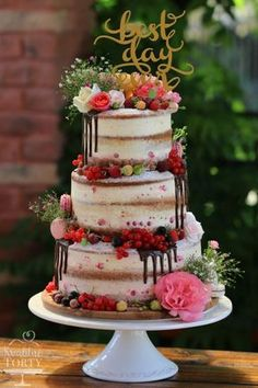 Not sure how I feel about naked cakes semi naked wedding cake : Cake by L kuchen Not sure how I feel about naked cakes . semi naked wedding cake : - Cake by L Pretty Cakes, Beautiful Cakes, Amazing Cakes, Fruits Decoration, Floral Decorations, Table Decorations, Nake Cake, Bolos Naked Cake, Wedding Cake Inspiration