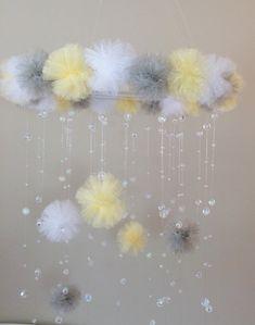 jaune et gris cristal mobile princesse bébé par JennabooBoutique                                                                                                                                                     Plus