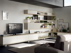 The new horizontal linearity is expressed to the full in the living area, defi ned by the series of Natura Ash wood-look shelves which run through the composition and offer an increasingly effective way of linking the kitchen and living area.