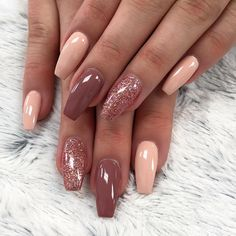 There are three kinds of fake nails which all come from the family of plastics. Acrylic nails are a liquid and powder mix. They are mixed in front of you and then they are brushed onto your nails and shaped. These nails are air dried. Cute Nails, Pretty Nails, My Nails, Pink Nails, Bio Gel Nails, Matte Nails Glitter, Maroon Nails, Gold Nail Art, Grow Nails