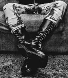 Guys tied up. Rope, metal, leather, rubber and various other bits and pieces. Mode Skinhead, Skinhead Men, Skinhead Boots, Leather Men, Leather Boots, Skin Head, Best Puppies, New Romantics, Club Kids