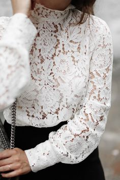CONTEMPORARY VICTORIANA | Fiona from thedashingrider.com wears a white Set lace blouse, black Oasis culottes, nude Vince Paulette Pumps and the Gucci Dionysus Supreme Bag | Petite Blogger | Style Blogger | Outfit