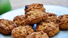 Biscuiti integrali de ovaz | Acesti biscuiti integrali de ovaz sunt dietetici si perfecti pentru gustari. Merg de minune serviti alaturi de ceai sau cafea!