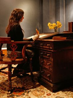 Charles Dickens' writing desk... one way to get inspired :)