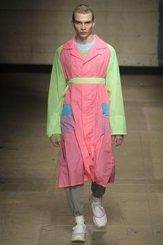 Topman Design Fall 2017 Menswear Fashion Show Collection London Fashion Week Mens, Mens Fashion, Fashion Menswear, Runway Fashion, Vogue Paris, Grey Joggers, Mens Fall, Fashion Seasons, Fashion Show Collection
