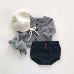 Vinterkysa, veracardigan og Elinors bleiebukser. Plagg jeg aldri blir lei. 💛#vinterkysa #heidipe #dsasterk #veracardigan #lerke #lerkegarn… Baby Outfits, Newborn Outfits, Toddler Girl Outfits, Kids Outfits, Cute Baby Shoes, Retro Mode, Kind Mode, Kids Wear, New York Fashion