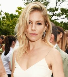 Sienna Miller's swooped side part and no-makeup makeup is perfection