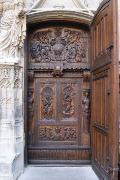 A nice entranceThe massive walnut doors from St. Pierre in Avignon open directly into the nave.The door handles of ItalyThe door handles of Italy Cool Doors, Unique Doors, Entry Doors, Entrance, Medieval Door, Walnut Doors, Door Knobs And Knockers, Vintage Doors, Doorway