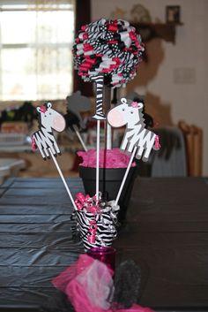 Decorations at a Zebra Party #zebra #partydecorations