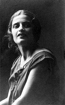 Ayn Rand est connue pour sa philosophie rationaliste, proche de celle du mouvement politique libertarien, à laquelle elle a donné le nom d'« objectivisme ». Elle a écrit de nombreux essais philosophiques sur des concepts tenant de la pensée libérale, comme la liberté, la justice sociale, la propriété ou l'État et dont le principal (et l'un des seuls de ses textes traduits en français, avec La Grève (Atlas Shrugged)), est La Vertu d'égoïsme (The Virtue of Selfishness en langue originale).