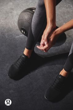 Yoga Clothes : Sweat like you mean it. Foto Website, Modelos Fitness, Gym Photos, Sport Outfit, Fitness Photoshoot, Workout Pictures, Fitness Photography, Crossfit Photography, Workout Aesthetic