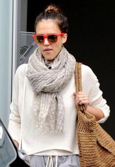 Jessica Alba wearing Gerard Darel Sac Bandouliere Harper Pretty Bag in White and Stun Flare Red Wayfarer.