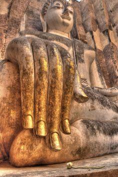 Buddha's hand Sukhothai, Thailand by Chaluntorn Preeyasombat, via Art Buddha, Buddha Zen, Gautama Buddha, Buddha Buddhism, Buddha Face, Buddhist Temple, Buddhist Art, Religion, Buddha's Hand