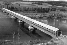 Pont couvert de la Gaspésie.  Québec.