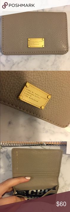 Marc by Marc Jacobs Card Holder Beautiful grey with gold hardware Marc by Marc Jacobs cardholder. Has 5 slots total (4 inside one on back). One of the slots inside is pretty spacious, fits cash easily. Leather is pebbled. Like new! Marc by Marc Jacobs Accessories Key & Card Holders