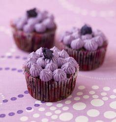 Cupcakes myrtilles violette - les meilleures recettes de cuisine d'Ôdélices  http://www.odelices.com/recette/cupcakes-myrtilles-violette-r2272